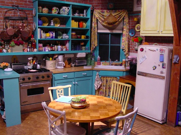 Home decor inspired by Friends - Monica's apartment - kitchen