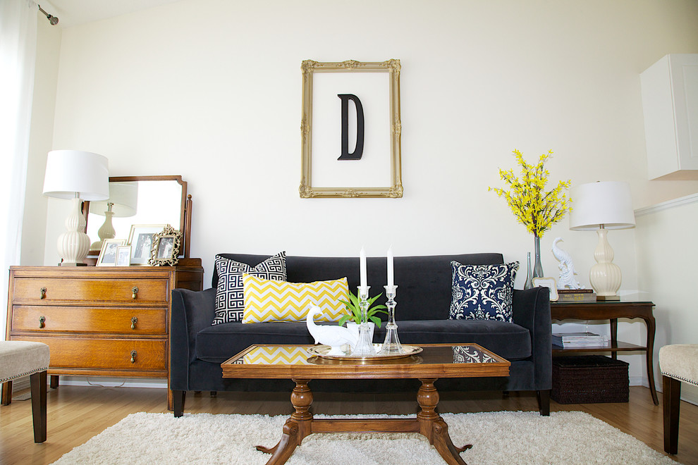 3 DIY projects you can do with your roommate this weekend - Monogrammed Wooden Letters