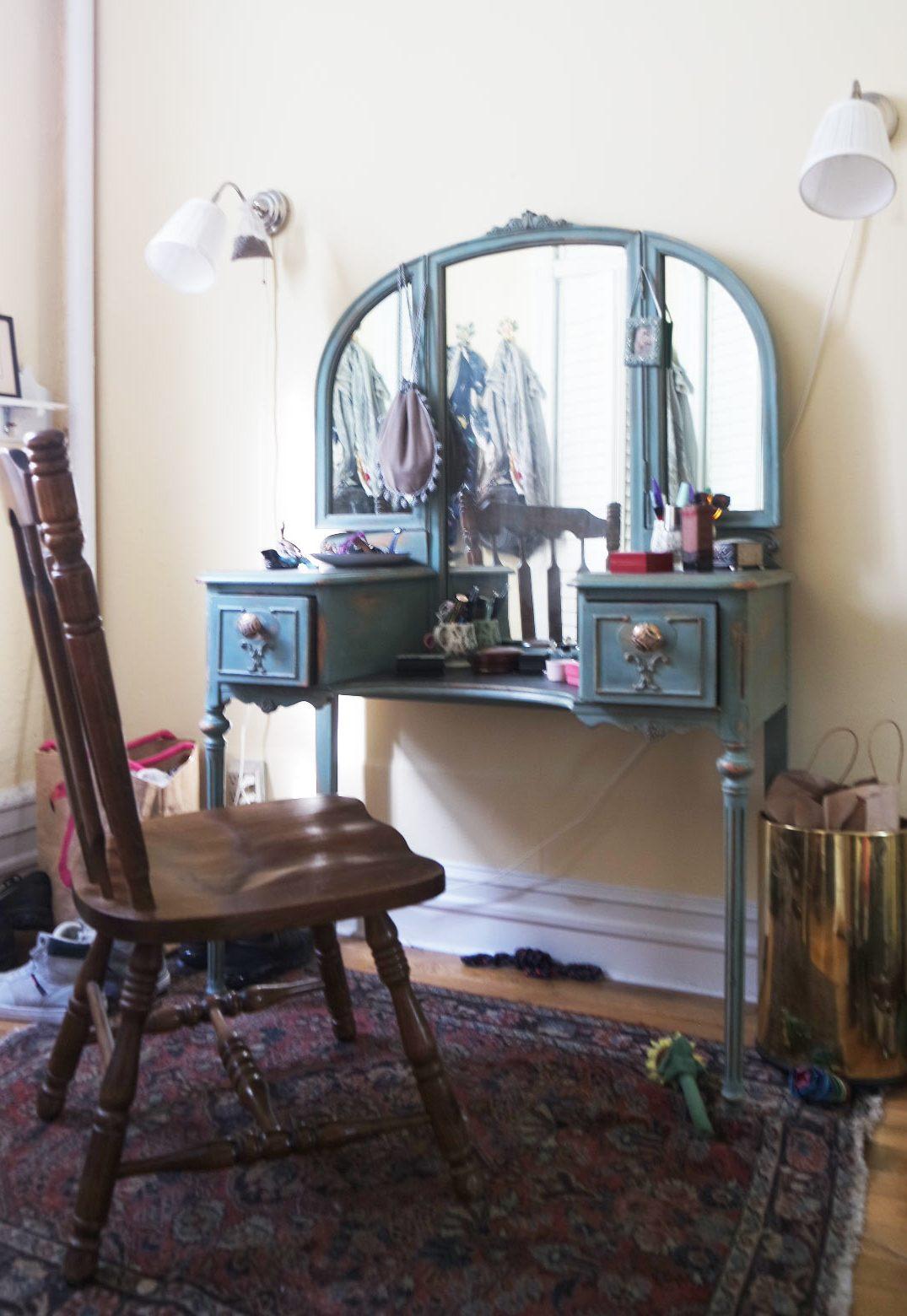 vintage turquoise vanity