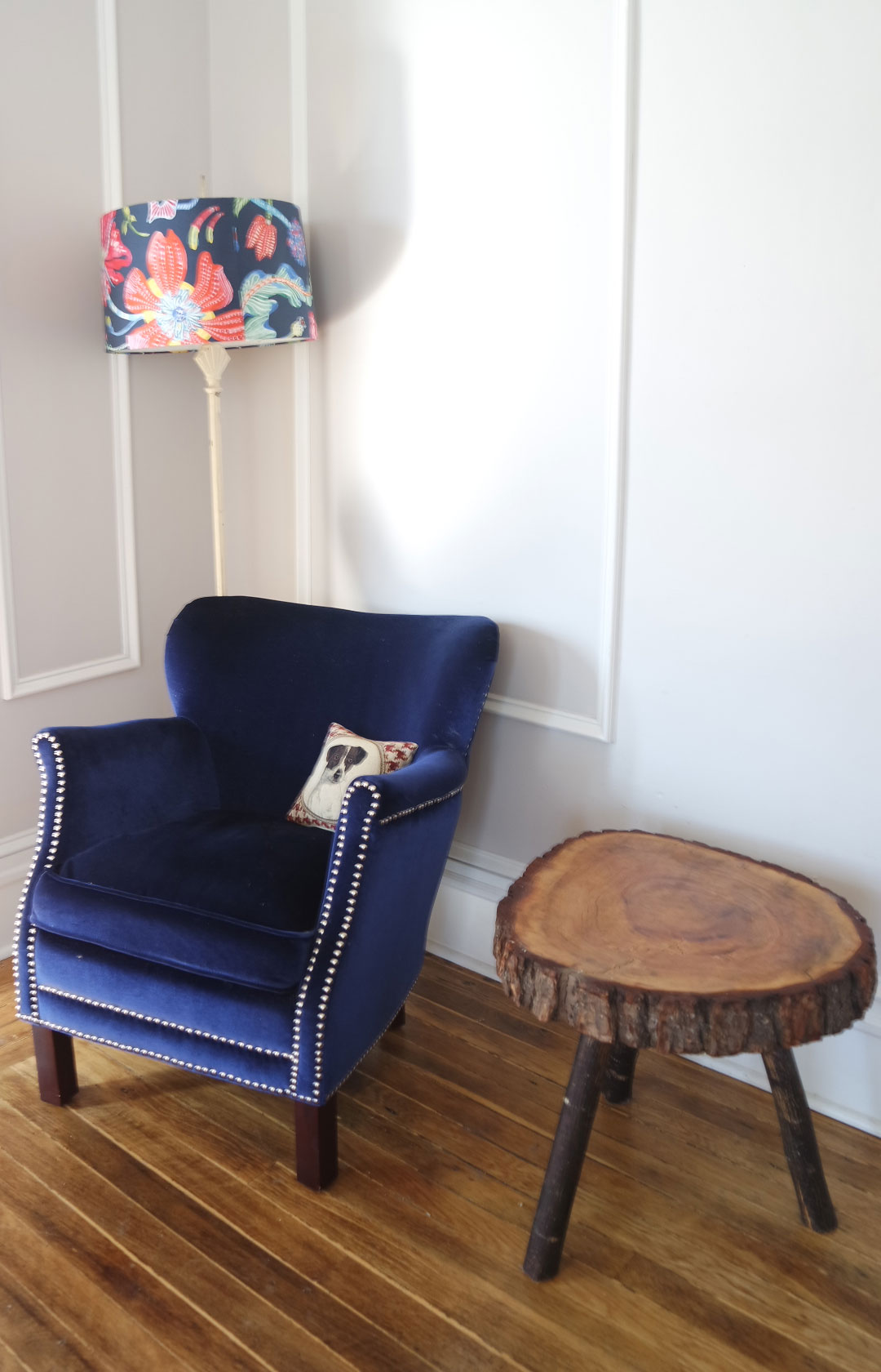 colorful apartment - vintage blue chair